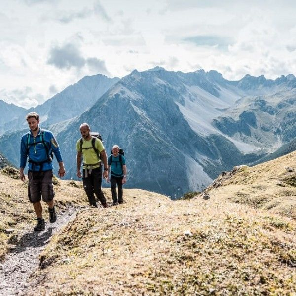 long-distance hiking Tyrol